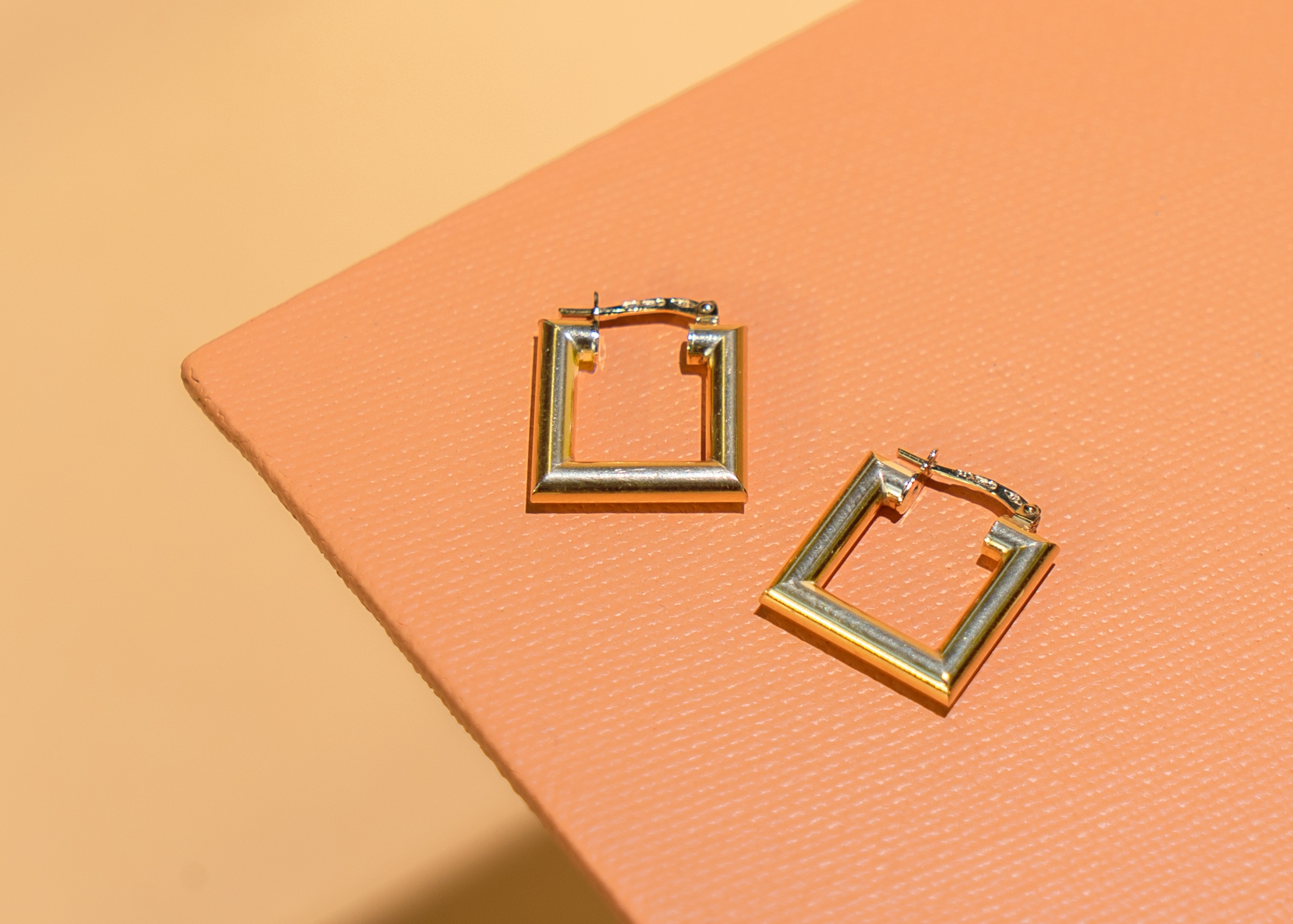 9ct Gold Round Square Earrings