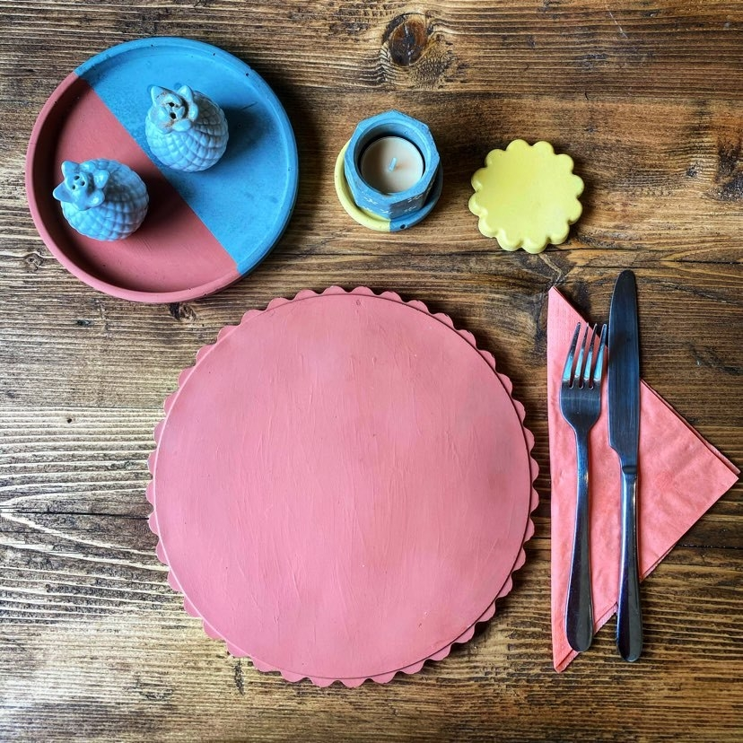 Scalloped Cement Placemat - Coral