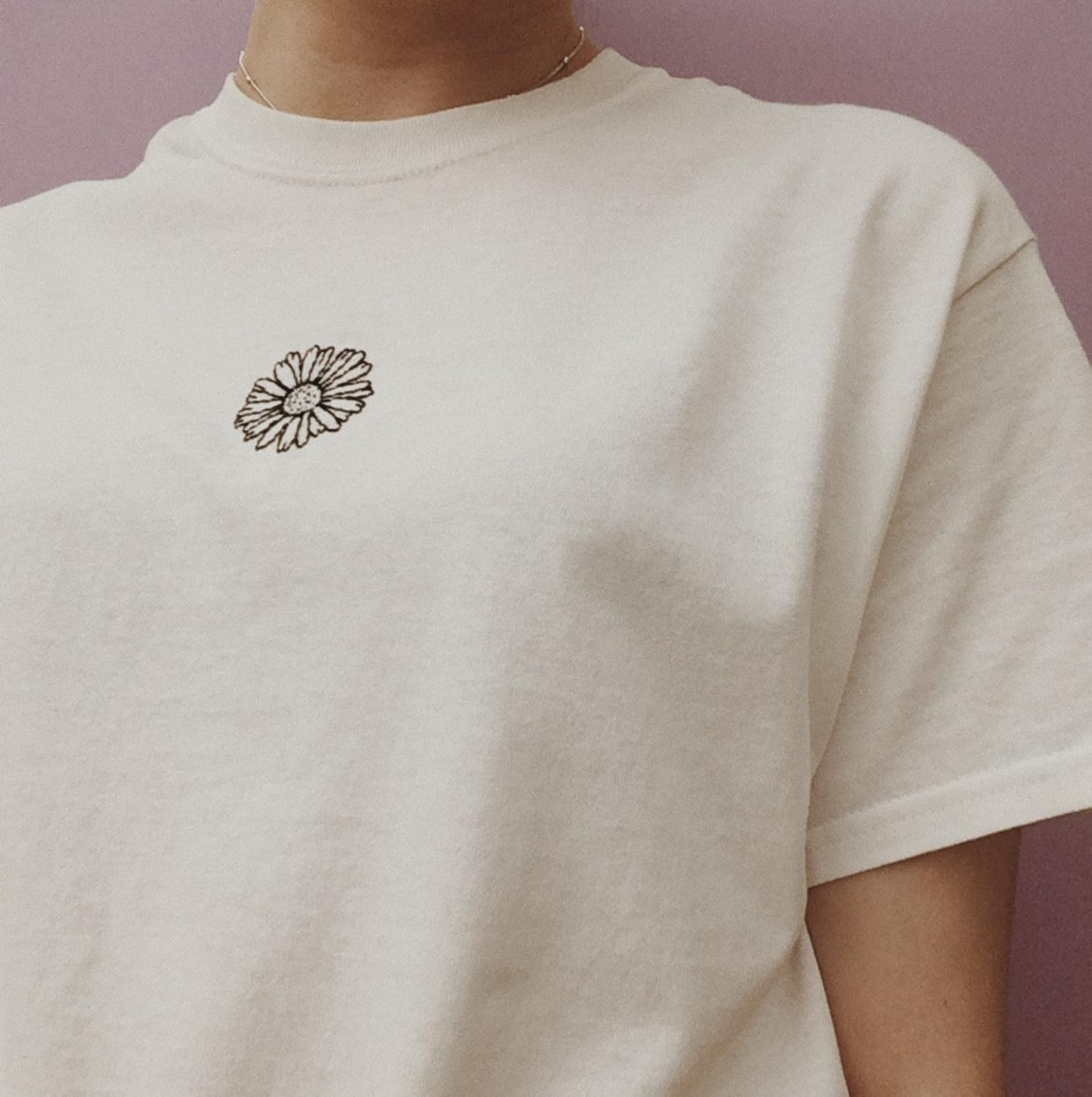 Hand Embroidered Daisy T-Shirt