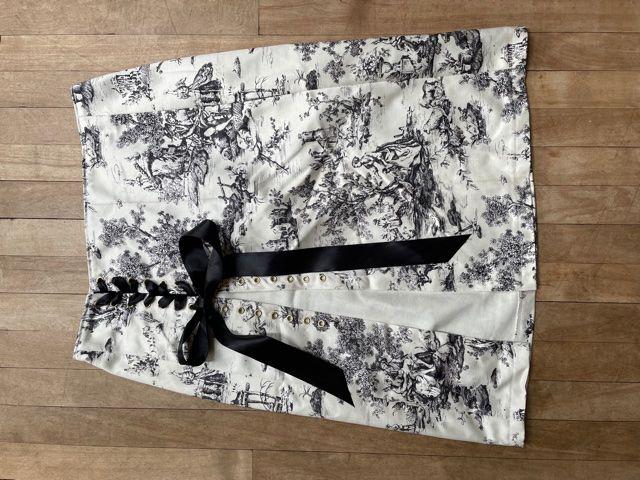 Black and White Toile De Jouy Lace-Up Skirt W34