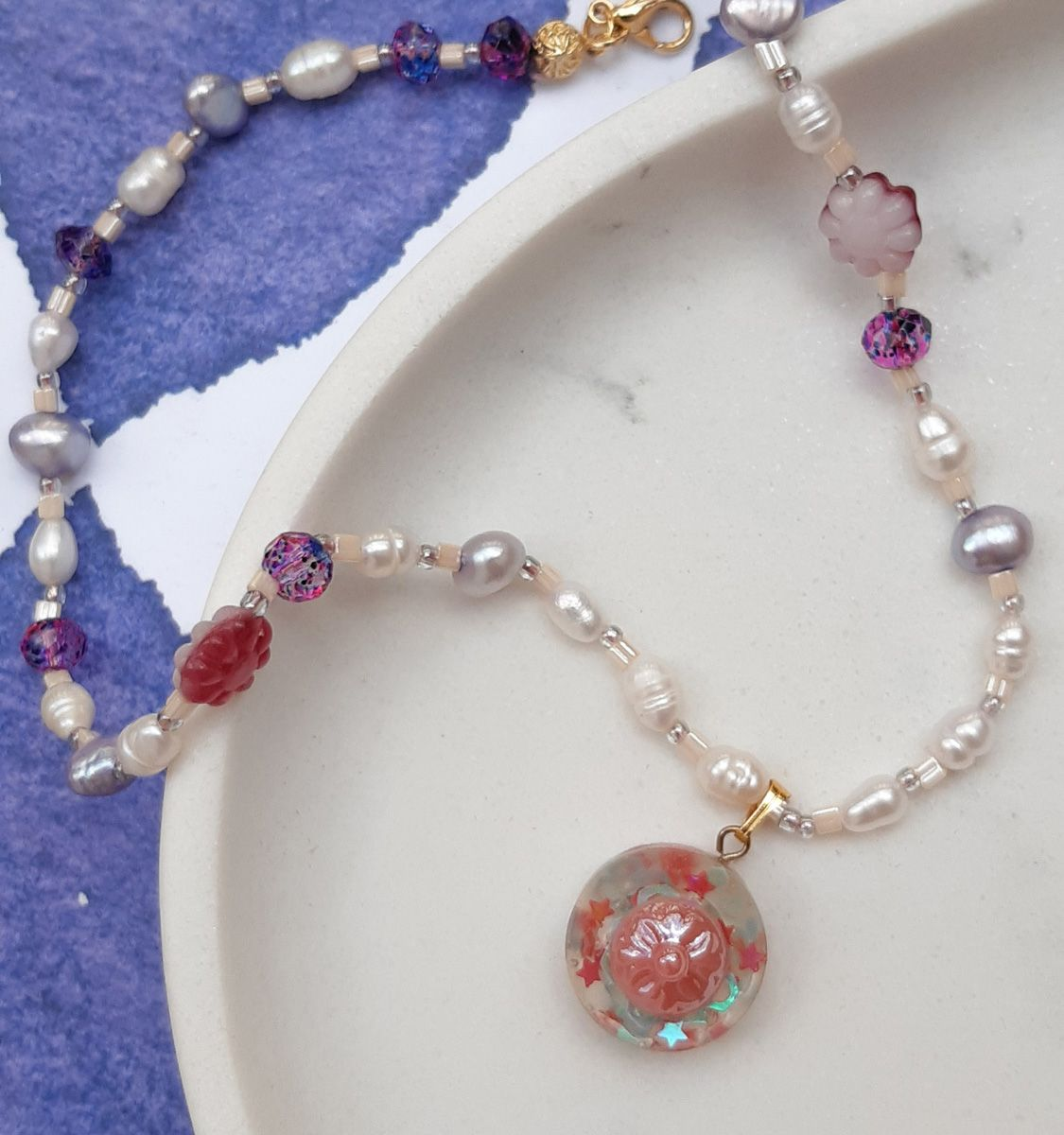 Medallion pearly necklace